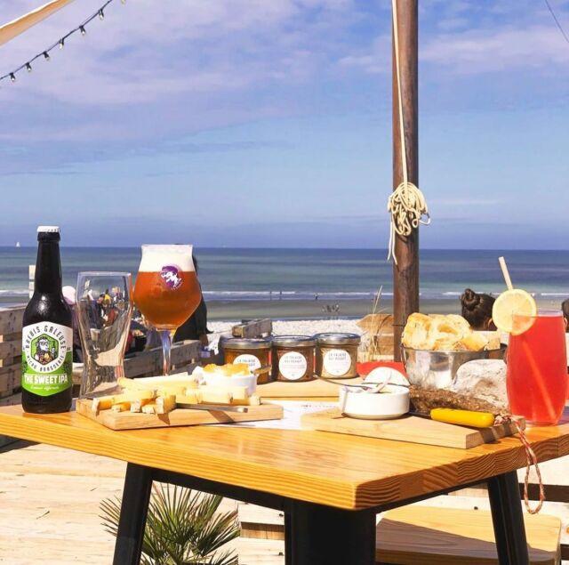 On vous avez parlé d'un bar de plage festif à Cayeux-sur-Mer ? 🧐🤔 🏖  Non 😳, pas encore !?  On fait bien sur référence à la Cabine de Mouné 😍 où l'on peut profiter d'une vue canon sur la mer, déguster des produits locaux, et siroter une petite brebis…. 🍺  Coté animation, y a même des concerts !!! 🤗  Ça donne envie, vous ne trouvez pas ? 🤩  📸 @lacabinedemoune  📍1040 boulevard du général Sizaire à Cayeux-sur-Mer   #brebisgaleuse #BBG #craftbeer #biere #bieredunord #brasserieartisanale #bierebrebisgaleuse #beer #brasseriebrebisgaleuse #microbrasserie #artisan #saintpolsurternoise #brewery #beerlove #bieredunord #bierelens #artisanat #drinkcraft #yummy #summer #lille #foodbeer #beerlover #cayeuxsurmer #chill #bardeplage