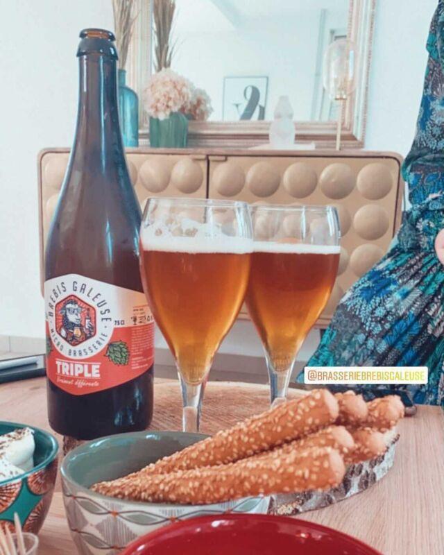 Merci d'être de plus en plus nombreux à nous partager les photos de vos bières préférées avec en légende @brasseriebrebisgaleuse 🙏 🤩   On les regarde toutes sans exception !!! 🧐😊  Pour débuter ce beau week-end, nous avons choisi la jolie photo de la Triple signée @blsnoemie ! 🙏 📸  Bon week-end à tous 😘   #brebisgaleuse #BBG #craftbeer #biere #bieredunord #brasserieartisanale #bierebrebisgaleuse #beer #brasseriebrebisgaleuse #microbrasserie #artisan #saintpolsurternoise #brewery #beerlove #bieredunord #bierelens #artisanat #drinkcraft #yummy #summer #lille #foodbeer #vosphotospréférées